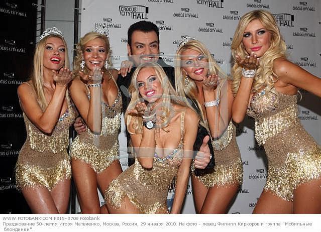 golie-gruppa-mobilnie-blondinki-foto