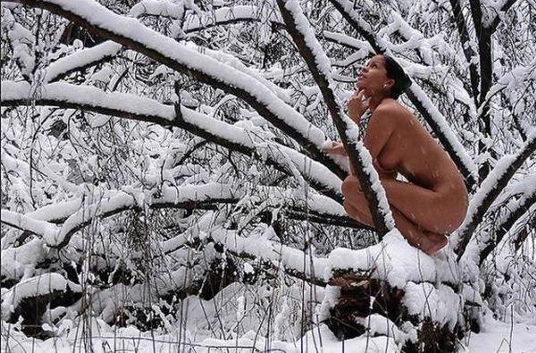 fotografii-golie-na-snegu