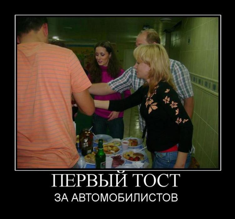 Русская мама в коротком и обтягивающем убирает возбуждает смотреть онлайн