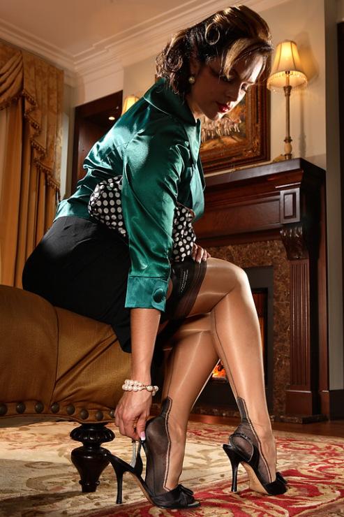 Дамы в чулках секретарши